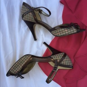 EUC Anne Klein peep-toe pumps